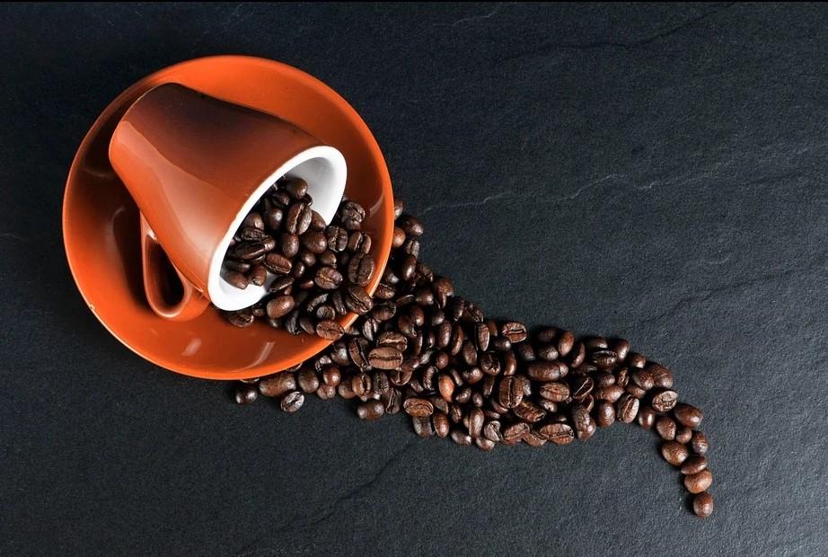Kaffebønner på bordet